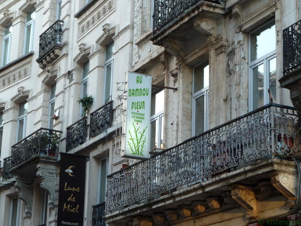 Mehr Schild als sein. Bambus sucht man auf diesem Balkon in Brüssel vergeblich.