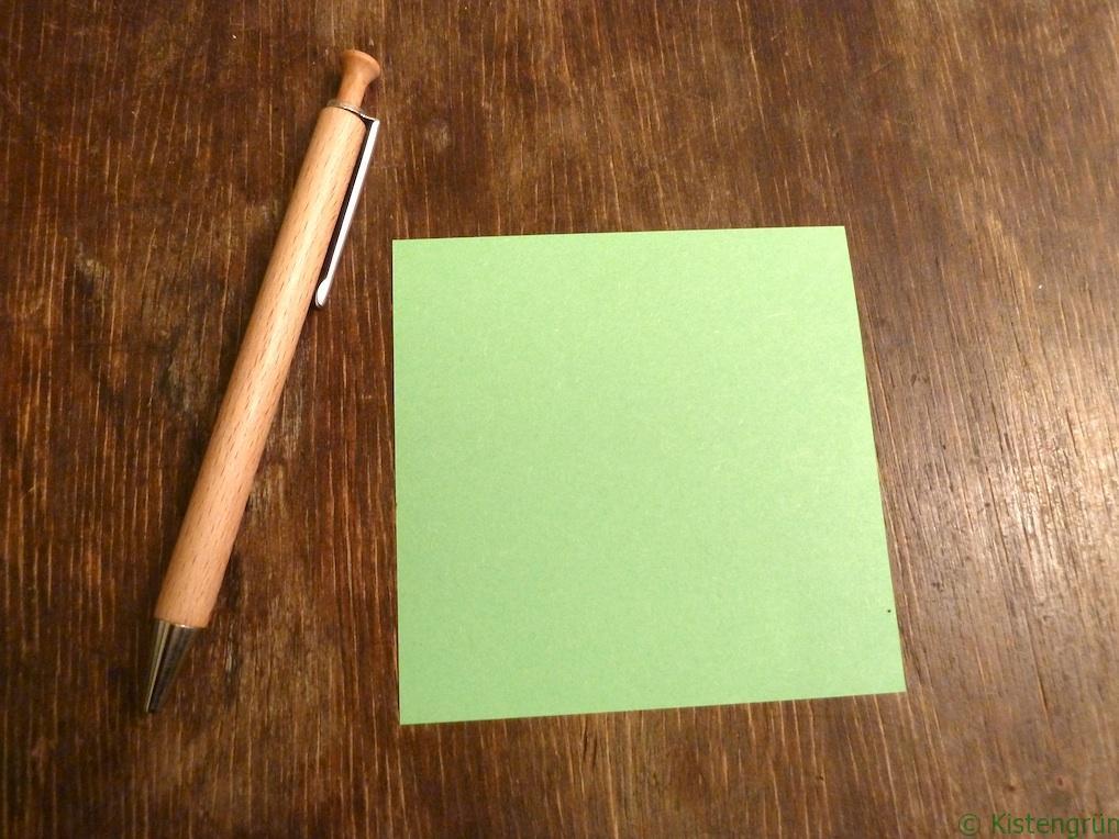 Ein Stift und ein Blatt Papier - mehr braucht ihr nicht zum Samentütchen basteln.